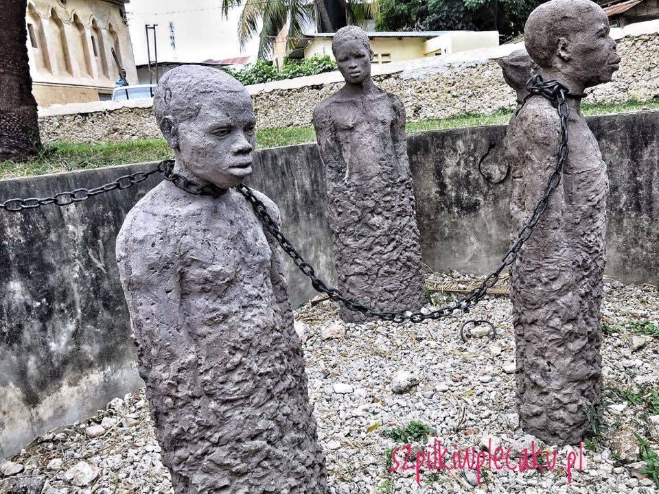 monument-slave