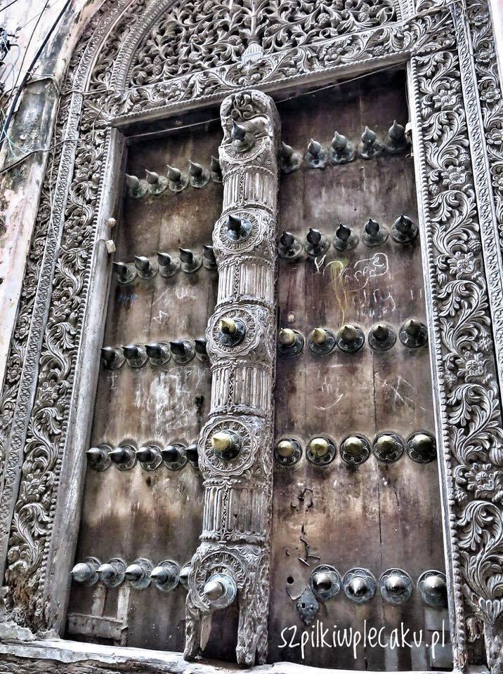 stone-town-door