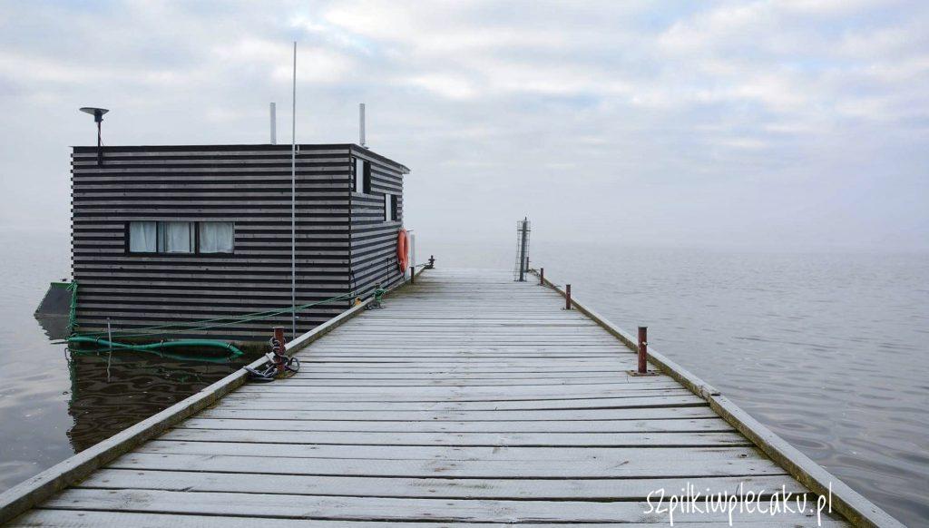Bajeczne domki na wodzie w Mielnie – HT Houseboats