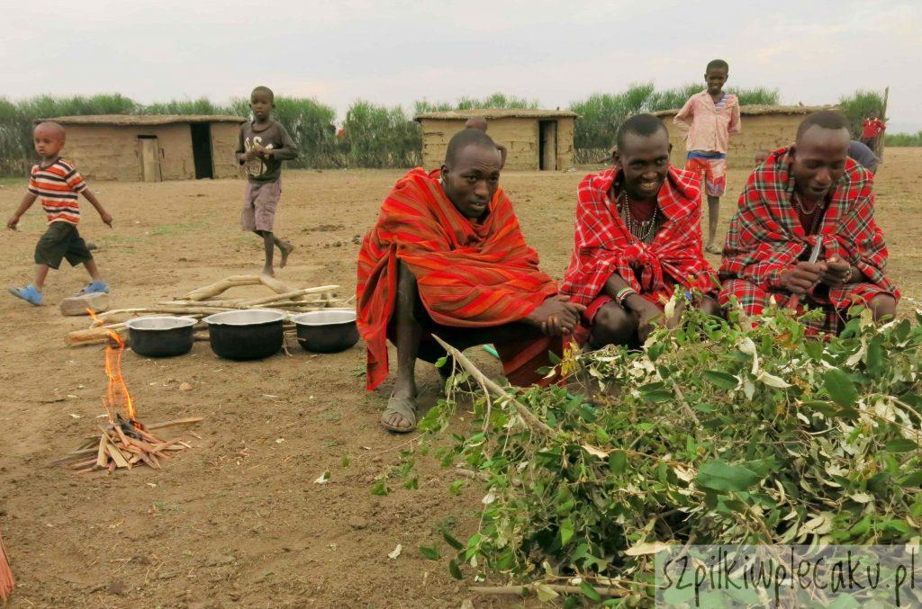 liścisty talerz - wioska Masajów - Szpilki w plecaku - Ewa Chojnowska