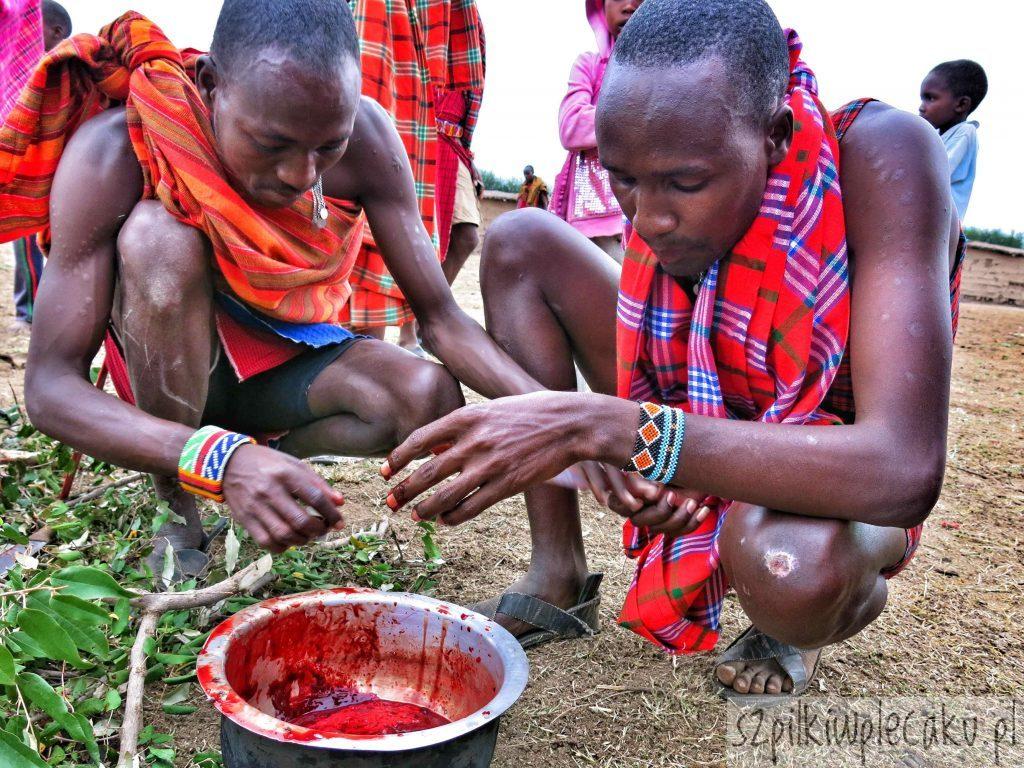 krwista galareta - wioska Masajów - Szpilki w plecaku - Ewa Chojnowska