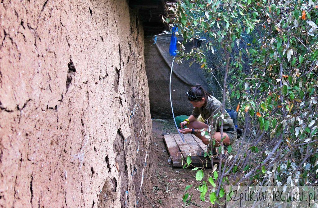 prysznic w wiosce Masajów - Szpilki w plecaku - Ewa Chojnowska