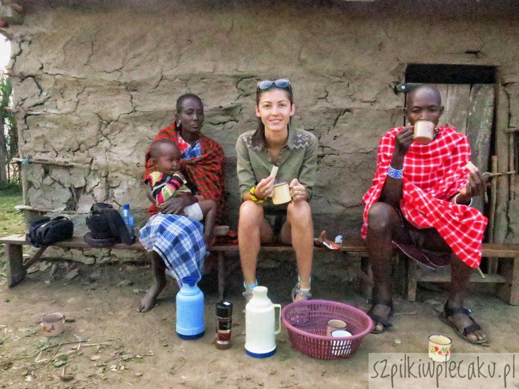 śniadanie w wiosce Masajów - szpilki w plecaku - Ewa Chojnowska