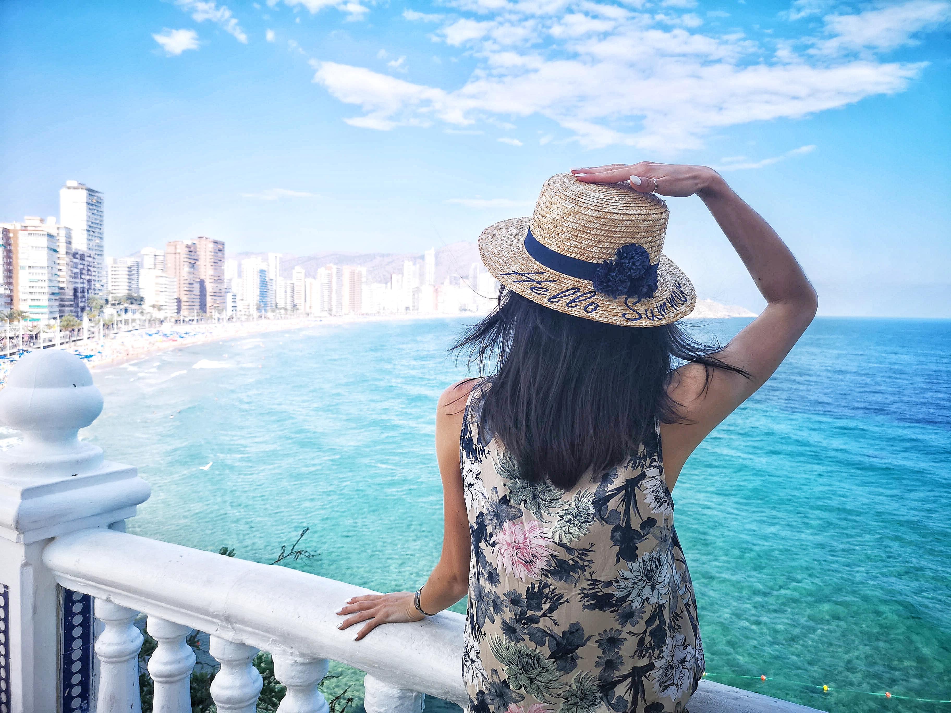 Letnie stylizacje – przegląd walizki z Hiszpani