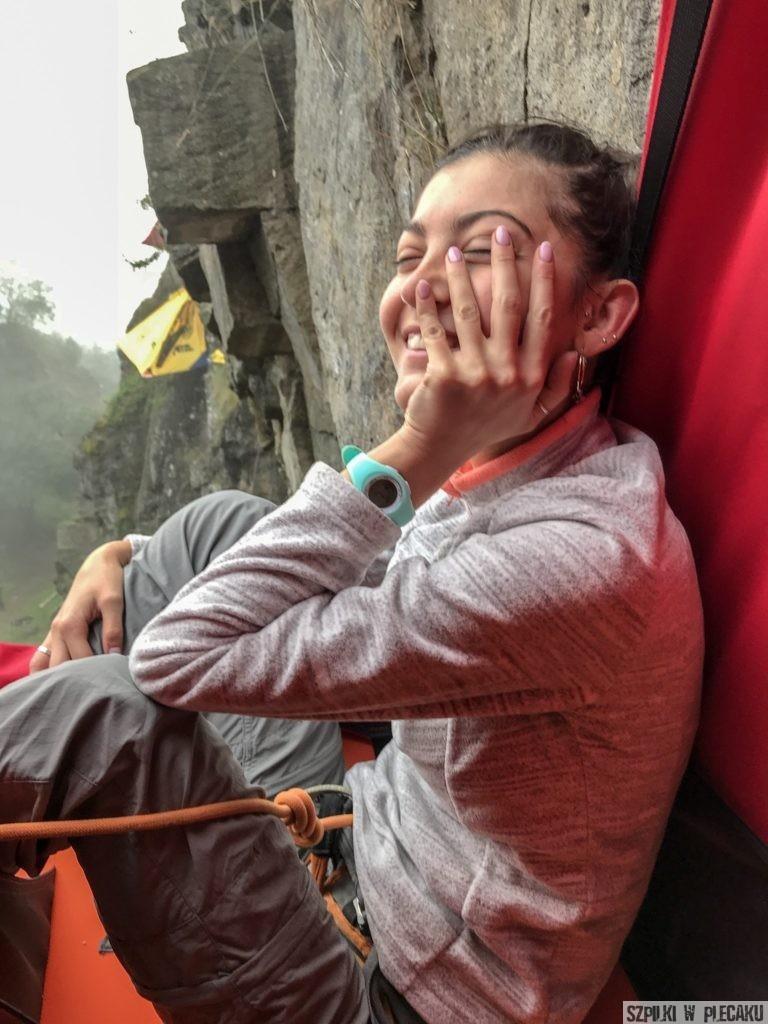 Ewa Chojnowska Lesiak Szpilki w plecaku - poranek Himalaya BAse Camp