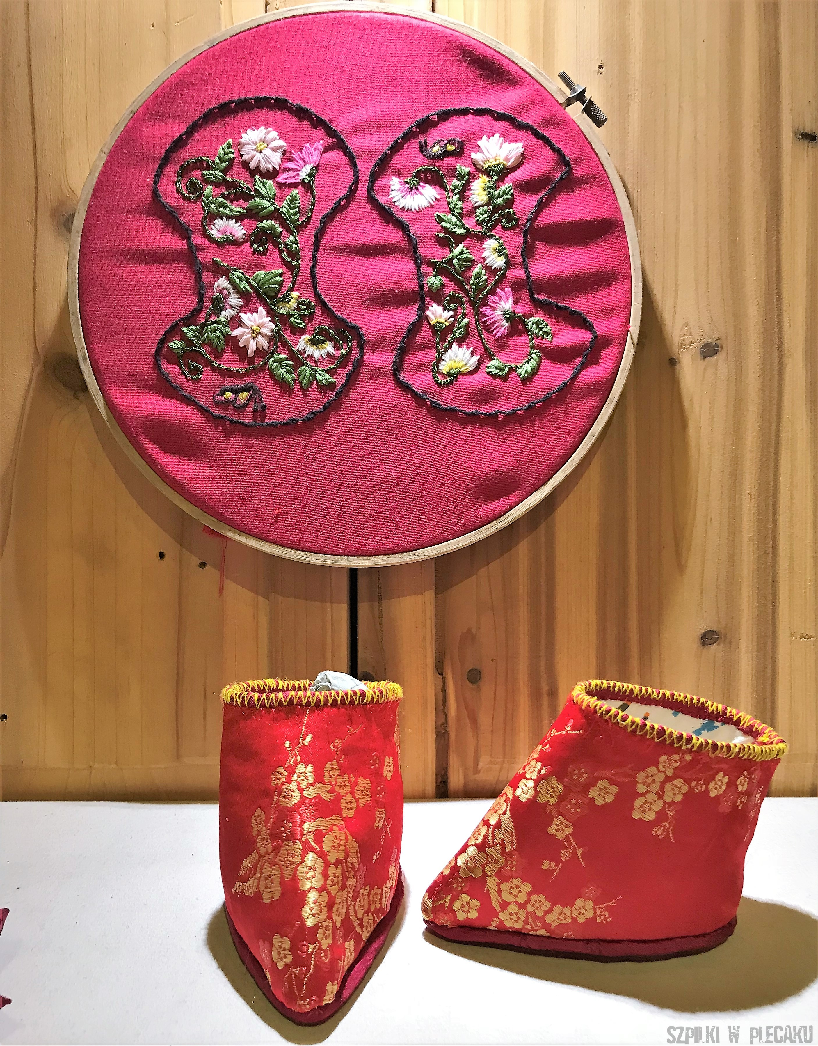 Złote lotosy czyli skrępowane stopy Chinek wyznacznikiem piękna