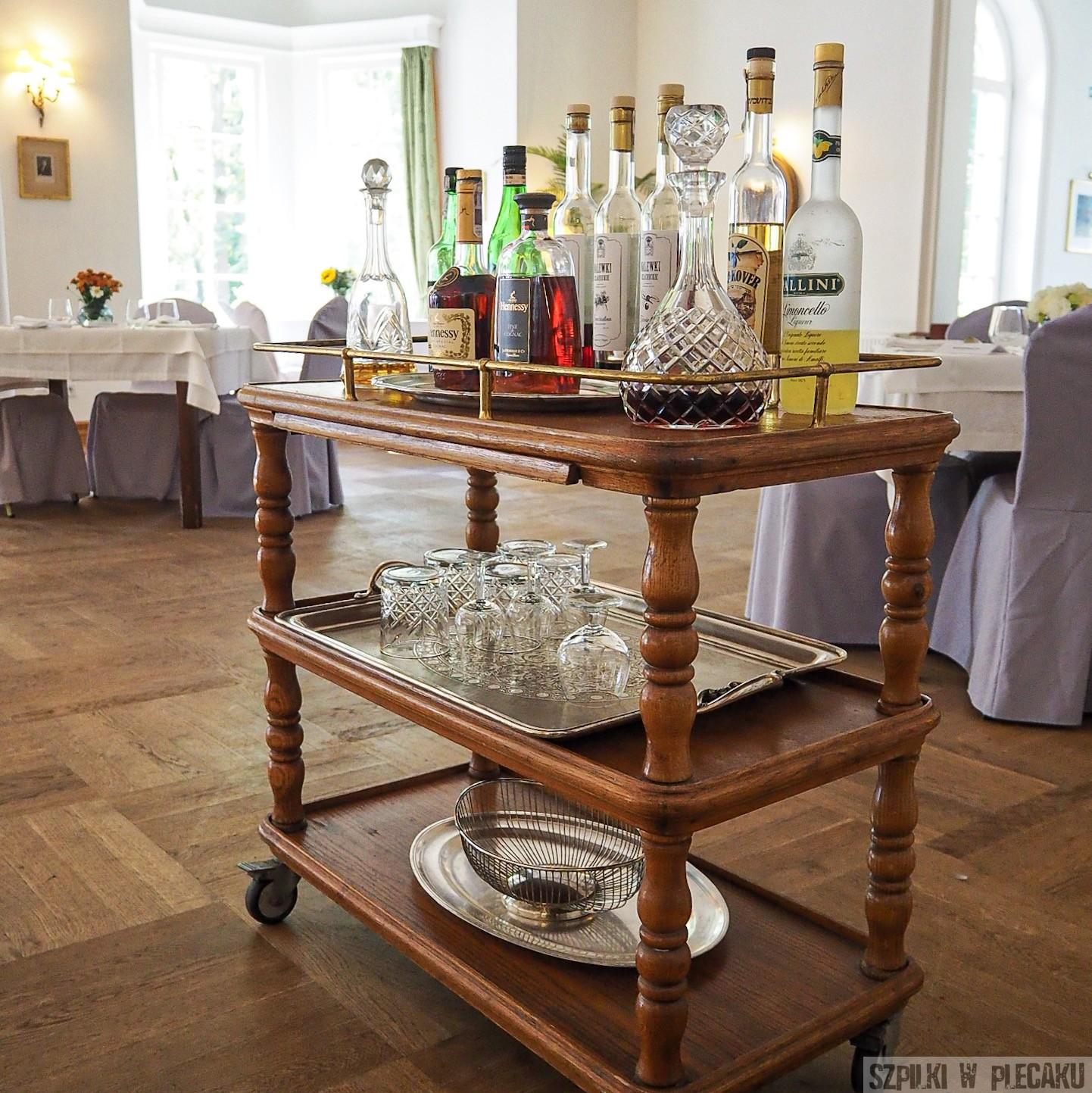 Park Cafe Konstancin - stolik barowy