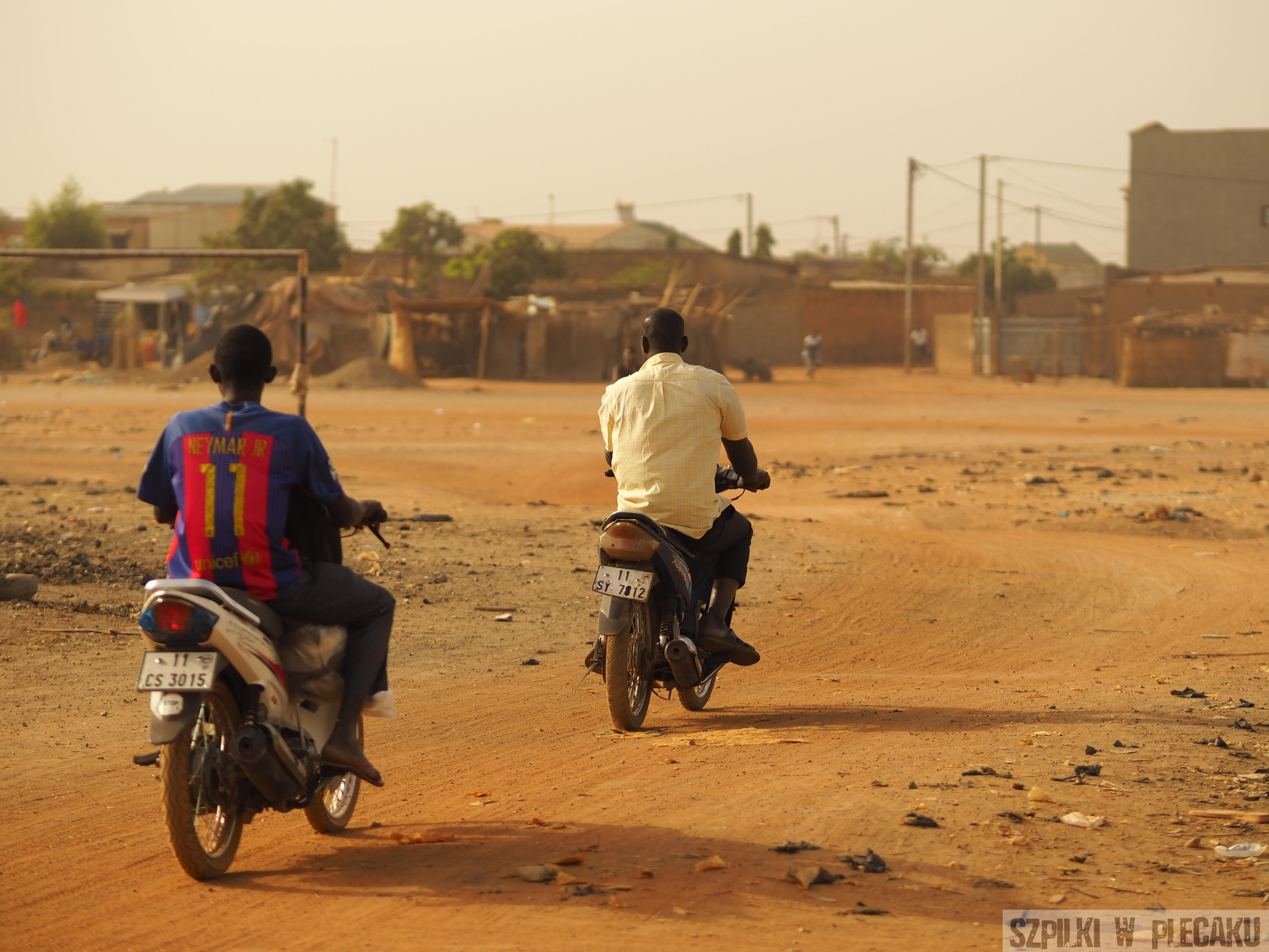 wieś pod Ouagadougu -efekt rozmycia