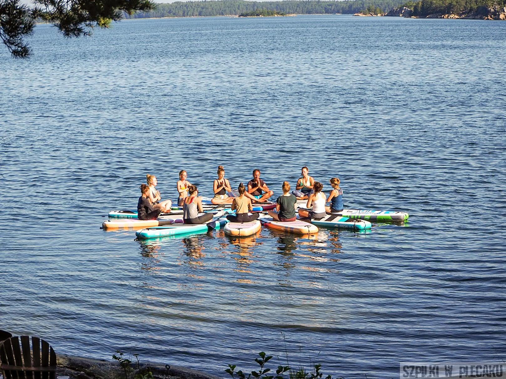 #gobackpack camp - Szpilki w plecaku - Szwecja - yoga