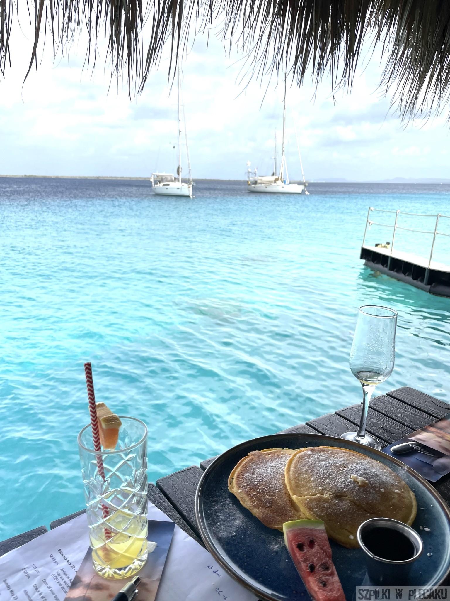 karel's Bonaire - Szpilki w plecaku